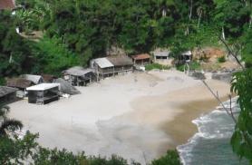 Vaade üksikule kalurikülale Paraty lähedal