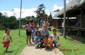 Viisime Amazonases Fomento küla lastele kastitäie koolitarbeid, aga ka jalgpalli ja võrkpalli:) Järgmisel korral paluti mh kirikuõpetajale  tamburiini.