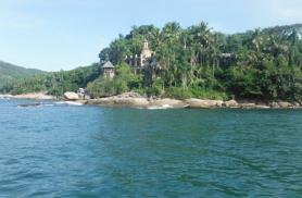 Paraty ümbrus on väikseid saarekesi täis pitkitud ning merevesi oi kui soe!